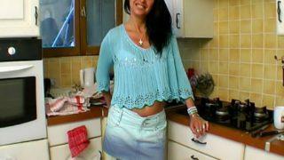 mère au foyer sodomisée dans sa cuisine