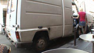defoncer une amatrice  venue de belgique dans une camionette