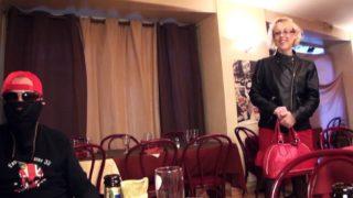 plan cul sur St-Etienne avec une femme mariée