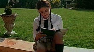 etudiante vicieuse de 18 ans baisée sur l'herbe