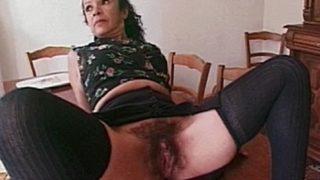 ramoner la chatte poilue de sa femme de menage portugaise